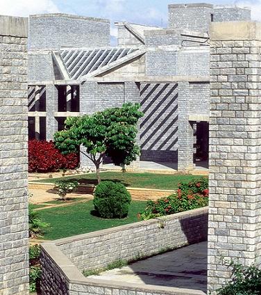 معهد الادارة الهندي، احمد آباد. المعمار:بالكريشنا دوشي
