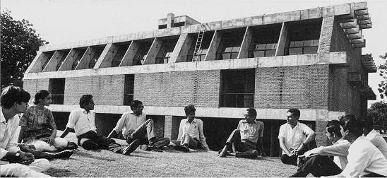 المعمار مع طلابه