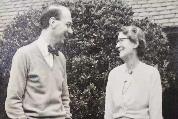فيليب لاركن مع والدته
