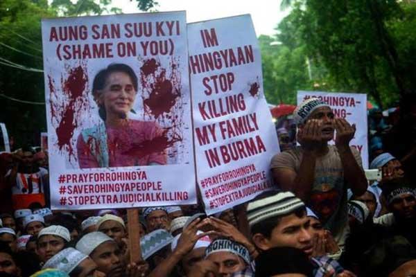 متظاهرون يحمّلون سان سو تشي