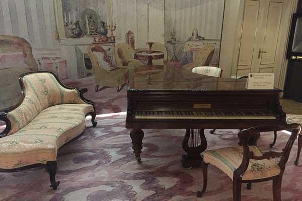 أحد البيانوهات التي اقتناها شوبان