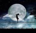 المرأة والقمر والرباط الخفي
