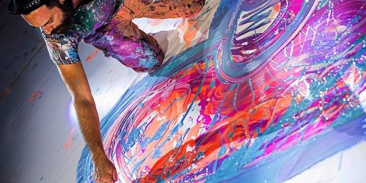 فنان بريطاني في دبي يسعى لتسجيل رقم قياسي لأكبر لوحة على القماش