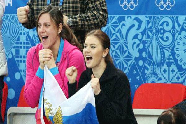 كابييفا مع صديقة لها في سوتشي
