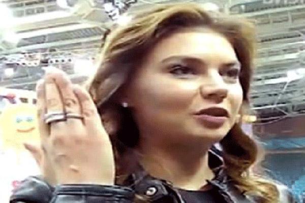 خاتم الزواج تظهره كابييفا علانية
