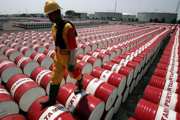 النفط في مهب التوقعات المتناقضة