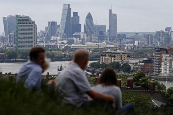 أسعار العقارات ارتفعت في غالبية مناطق بريطانيا لكنها هبطت في لندن