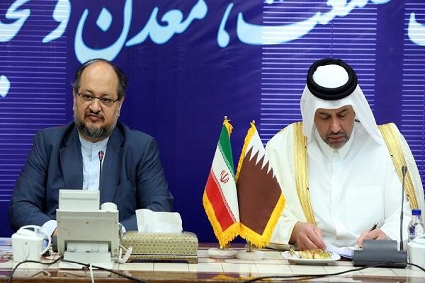 وزيرا الاقتصاد الإيراني والقطري يوقعان الاتفاقيات