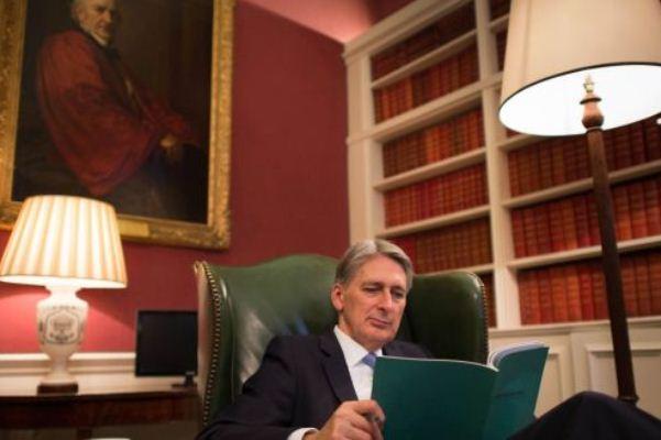 تبعات بريكست تلقي بثقلها على ميزانية بريطانيا