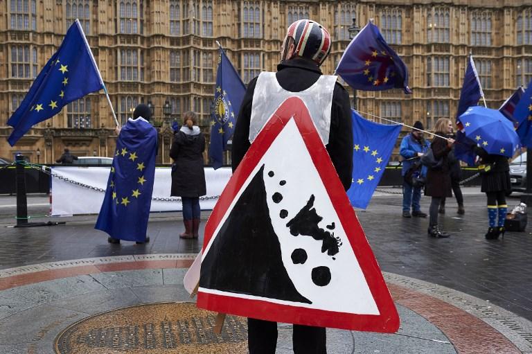 معارضون لخروج بريطانيا من الاتحاد الأوروبي يتظاهرون وسط لندن يوم الجمعة
