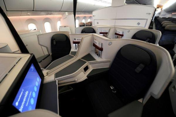 مقصورة الدرجة الاولى في طائرة بوينغ دريملاينر 787-9