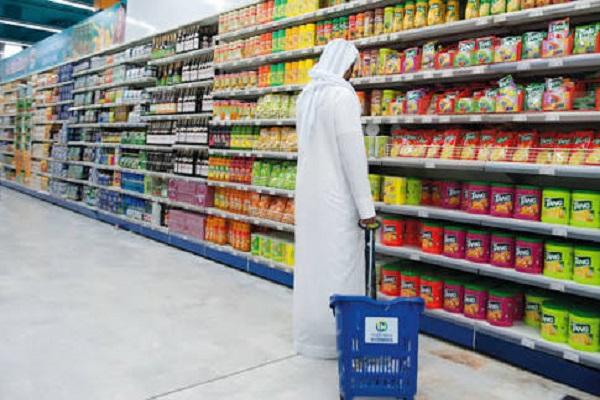 المركزي الإماراتي يلزم البنوك بتحمل الضريبة وعدم زيادة الرسوم