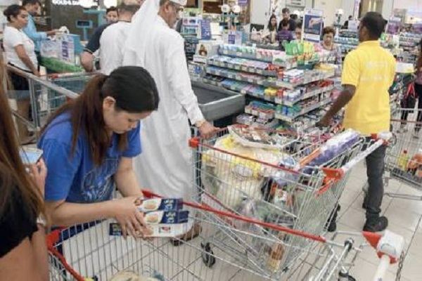 احد المحال التجارية في الإمارات