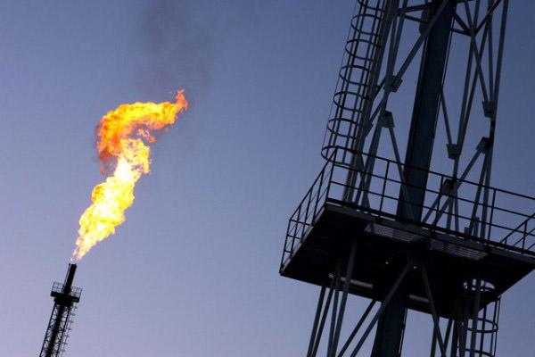 توازن بين الامدادات والطلب في سوق النفط العالمية