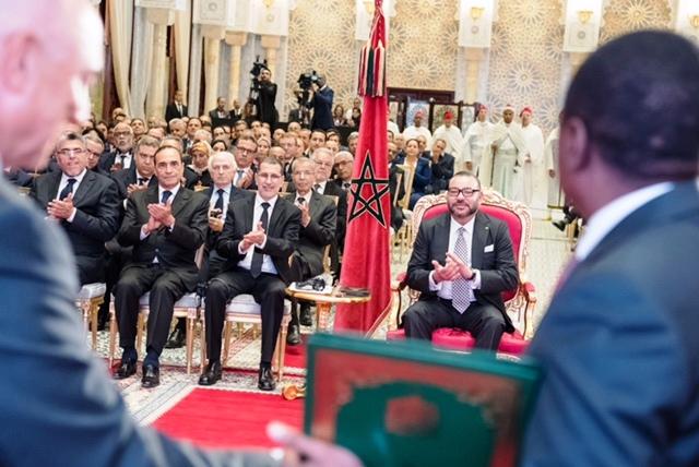 الملك محمد السادس لدى ترؤسه الاثنين بالقصر الملكي بالرباط، حفل التوقيع على اتفاقيتين تتعلقان بمشروع أنبوب نقل الغاز (نيجيريا-المغرب)، وبالتعاون المغربي- النيجيري في مجال الأسمدة.