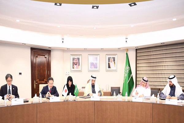المهندس خالد الفالح وهيروشيجي سيكو خلال منتدى الأعمال السعودي الياباني