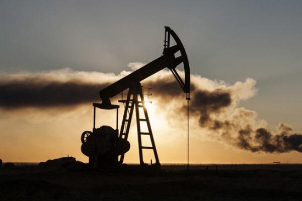 عودة سعر برميل النفط إلى حدود 100 دولار يهدد اقتصاد العالم
