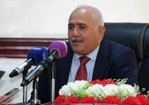 شكيب حبيشي نائب محافظ البنك المركزي اليمني خلال مؤتمر صحافي في عدن في 13 ديسمبر 2018.