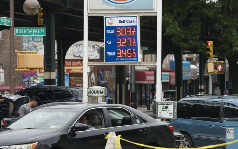 محطة للتزوّد بالوقود في نيويورك تستعرض أسعار المحروقات بتاريخ 1 يونيو 2018