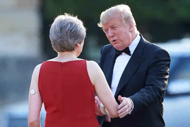 تيريزا ماي لدى استقبالها الرئيس الأميركي