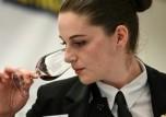 ترمب يلمح الى إمكان فرض رسوم جمركية على النبيذ الفرنسي