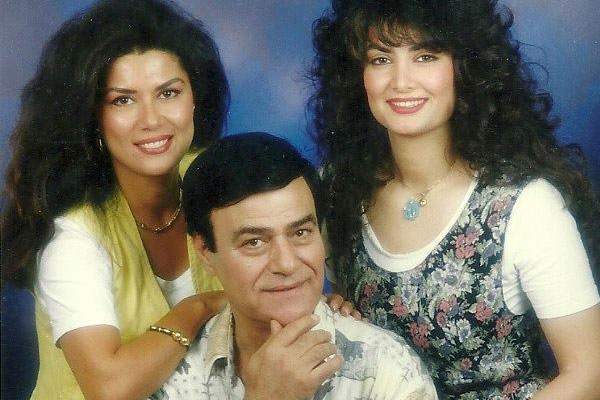 من الأرشيف: ليلى مع شقيقتها مرح ووالدها محمود جبر