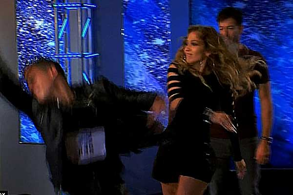 جينيفر لوبيز تصفع متسابقاً في American Idol