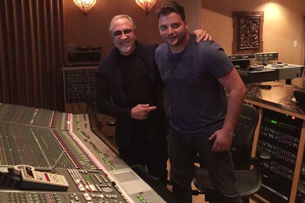 عامر زيان مع إيميليو ستيفان صاحب شركة سوني