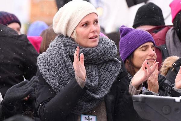 دموع تشارليز ثيرون في المسيرة الحاشدة