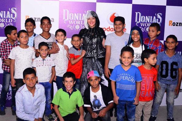 دنيا سمير غانم مع الأطفال