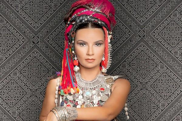 المغنية المغربية أوم