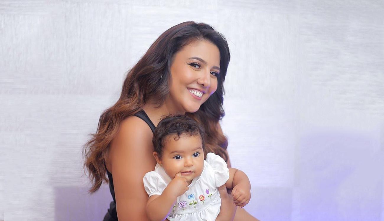 مي كساب مع إبنتها الأولى فريدة
