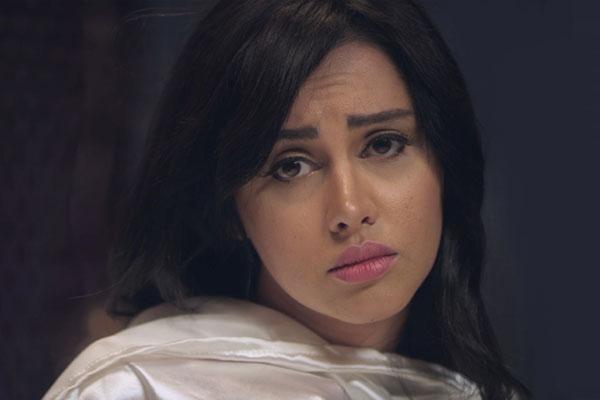 ياسمين رئيس في مشهد من فيلم بلاش تبوسني