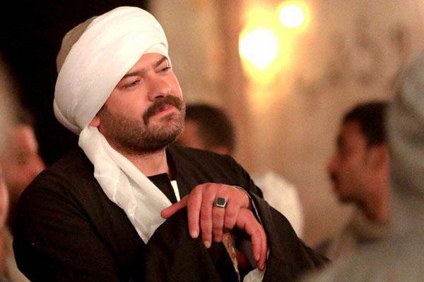 الفنان عمرو يوسف بدور طايع