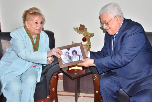 الرئيس الفلسطيني ونادية لطفي وصورة لها مع الرئيس الراحل ياسر عرفات