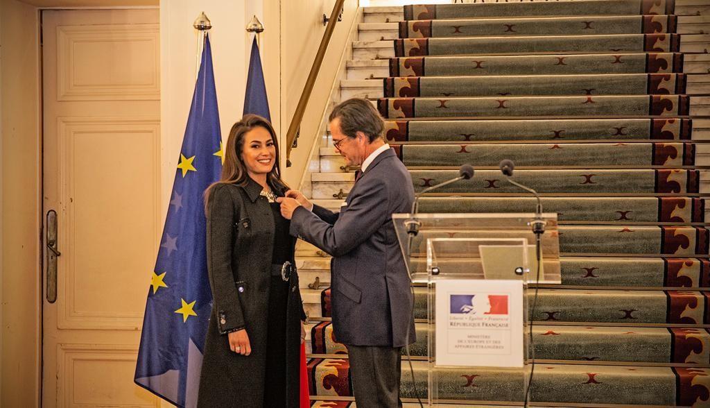 هند صبري تتسلم وسام الفنون والآداب الفرنسي بدرجة ضابط