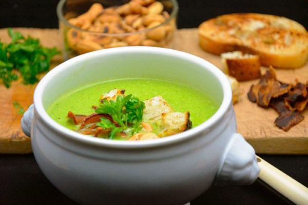 حساء البازلاء الشهيّ