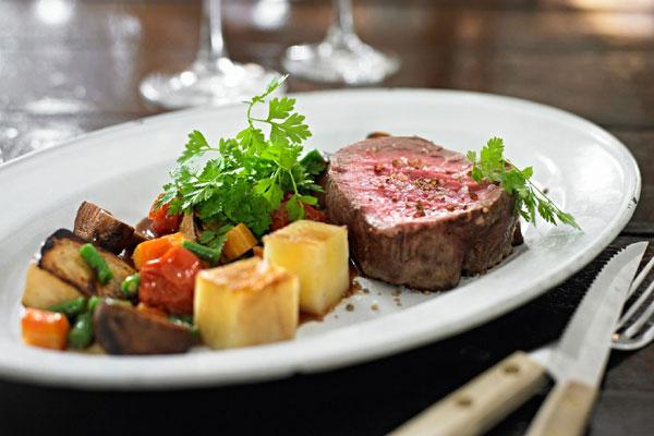 لحم البقر المشوي بالزبدة والخضَر