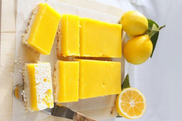 كيك بنكهة الليمون الحامض