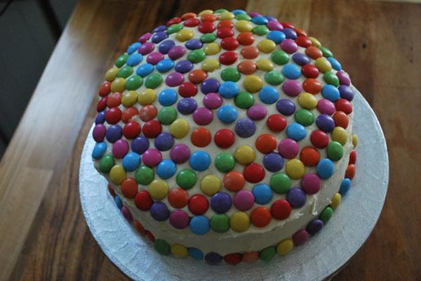 كعكة القرع المزينة بالـSmarties