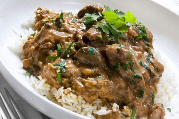 ستروغانوف اللحم مع الأرز