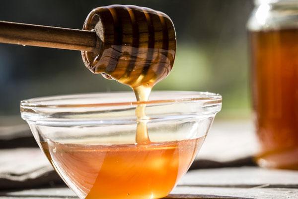العسل أحد البدائل الطبيعية للسكر