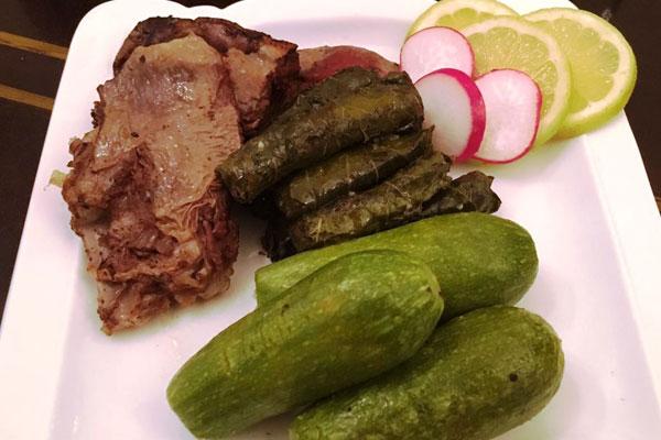الكوسا وورق مع اللحم