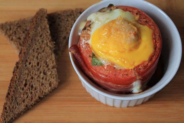 الطماطم المشوية مع البيض