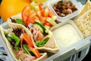 بعض المكونات الأساسية في صندوق الأطفال للمدرسة