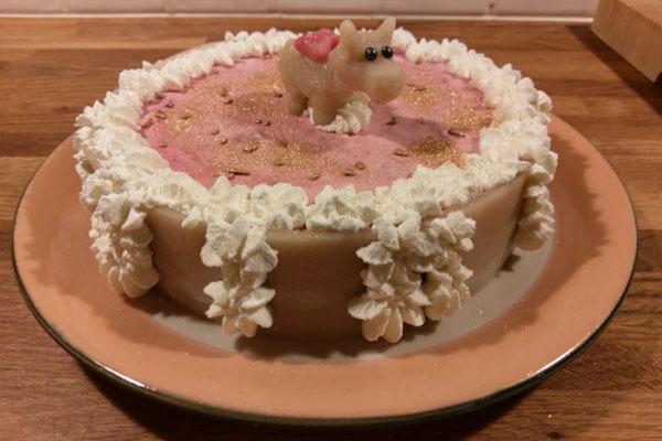 الكعكة الإسفنجية المزينة