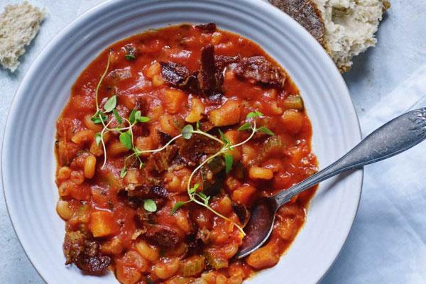 حساء الفاصوليا بالمعكرونة