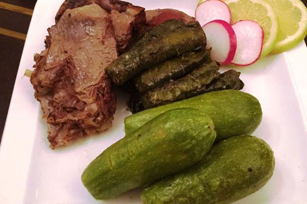 الكوسا مع ورق العنب واللحم