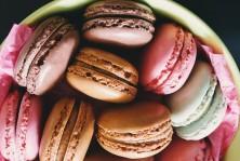حلوى الماكارون الملوّن الشهي