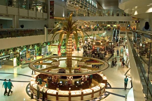باحة مطار دبي